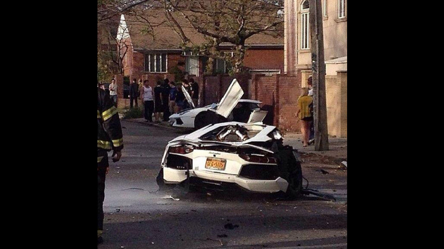 Lamborghini Aventador, spezzata a metà in un incidente [VIDEO]