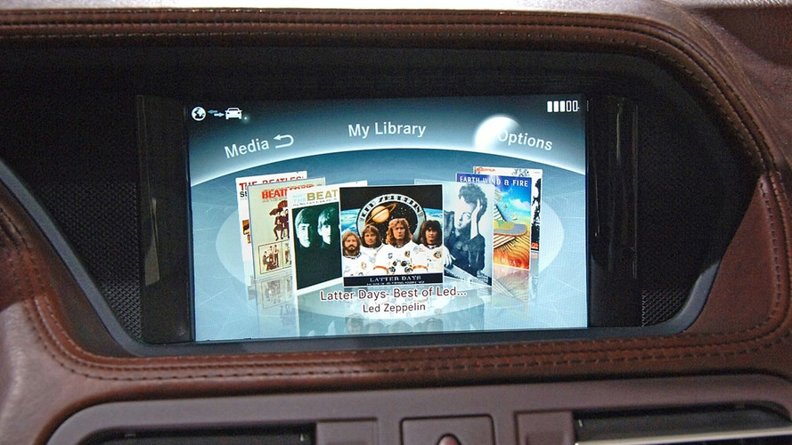Mercedes Present Futuristic myCOMAND Infotainment System At Los Angeles Auto Show