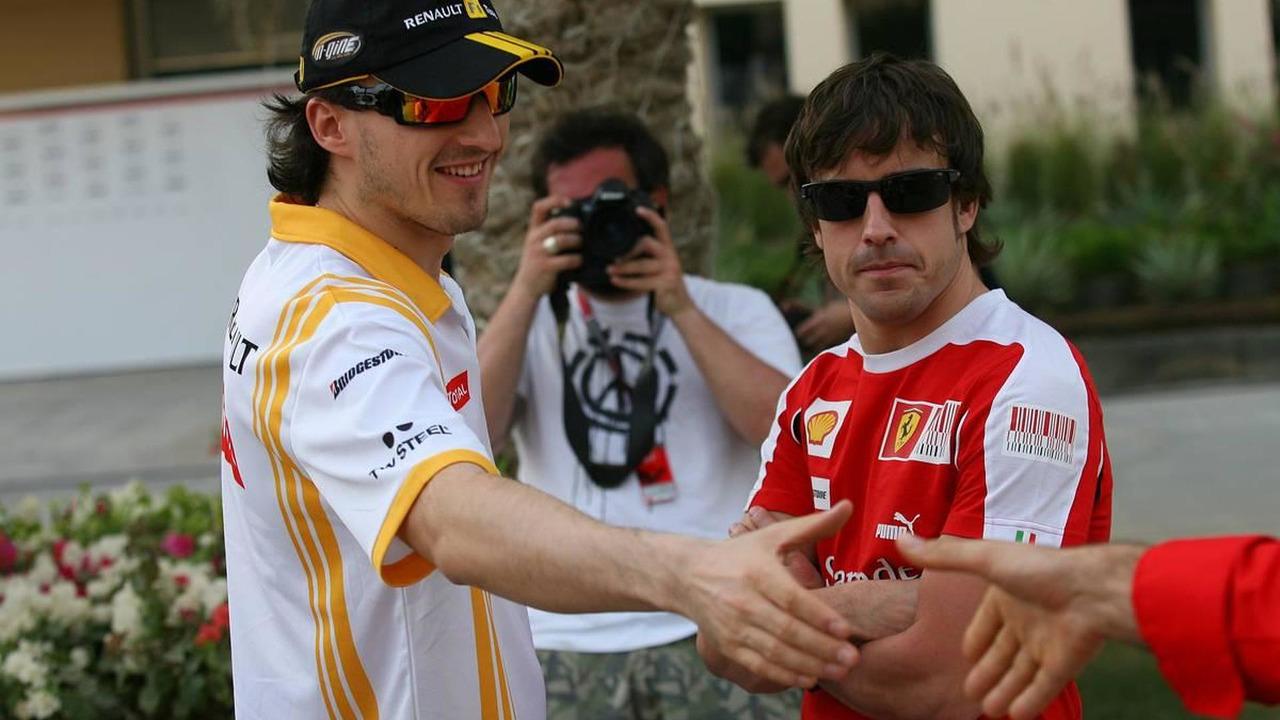 Robert Kubica, Renault F1 Team and Fernando Alonso (ESP), Scuderia Ferrari, Bahrain Grand Prix, 11.03.2010 Sakhir, Bahrain