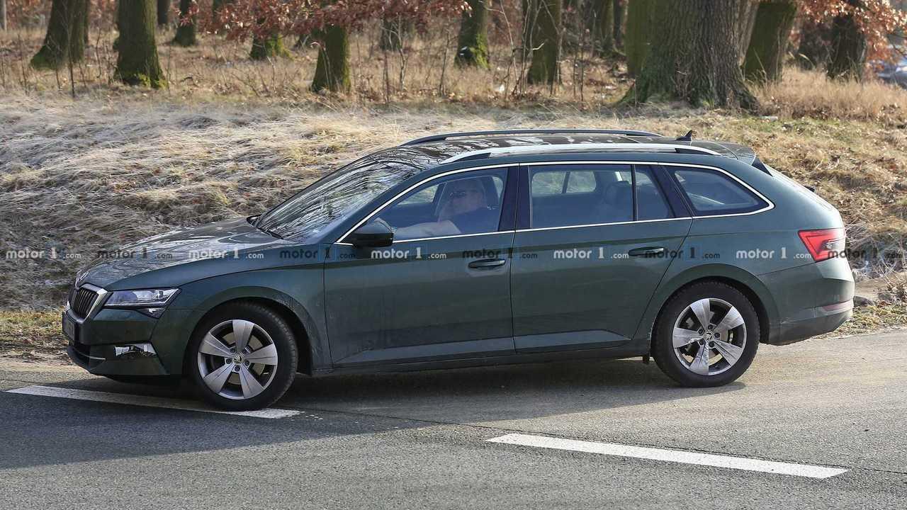 2019 Skoda Superb wagon facelift spy photo