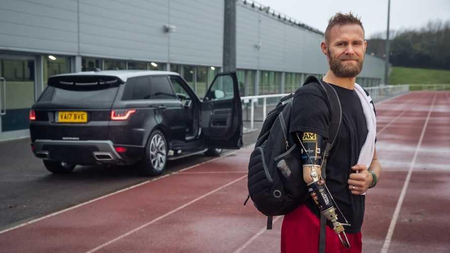 Range Rover come Tesla, sviluppa la porta che si apre da sola