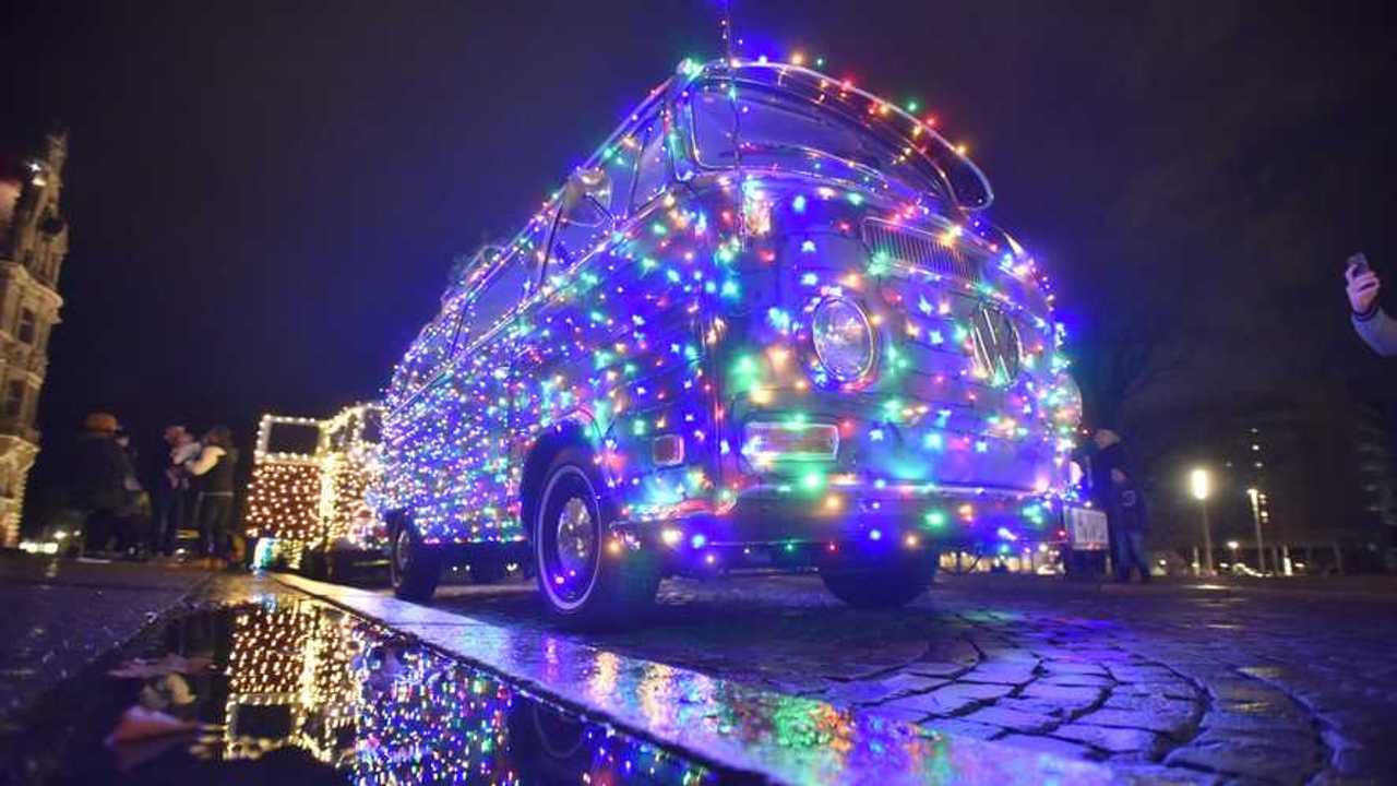 Drei VW Bulli, die am VW-Käfer-Wintertreffen teilnehmen