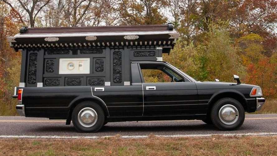 1991 Toyota Crown Hearse Is £15k Halloween Prop Must Have