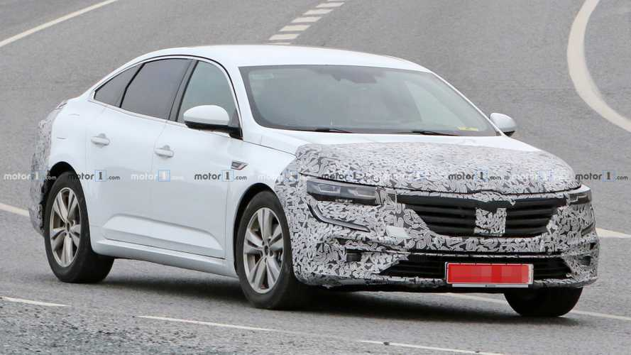 Renault Talisman spied getting ready for minor facelift