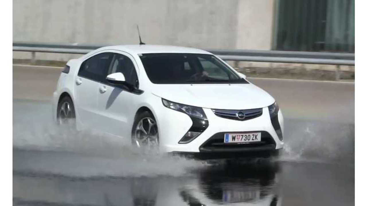 BMW i3, Tesla Model S, Nissan LEAF, VW e-Up!, Opel Ampera And Mitsu i-MiEV Extreme Water Testing - Video