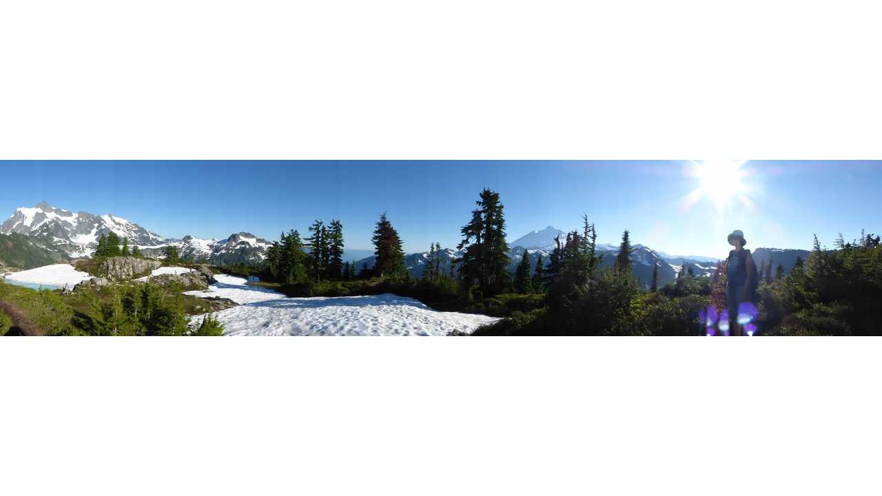 panoramic view from the top Artist's Ridge, with Mt. Baker on the right and Mt. Shuksan on the left. (click to enlarge)