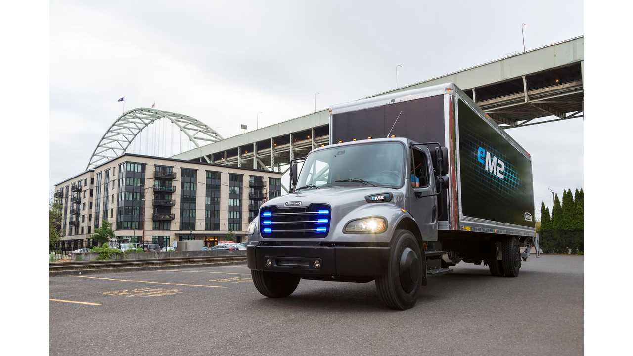 Daimler Hands Over First Electric Freightliner eM2 Truck To Penske