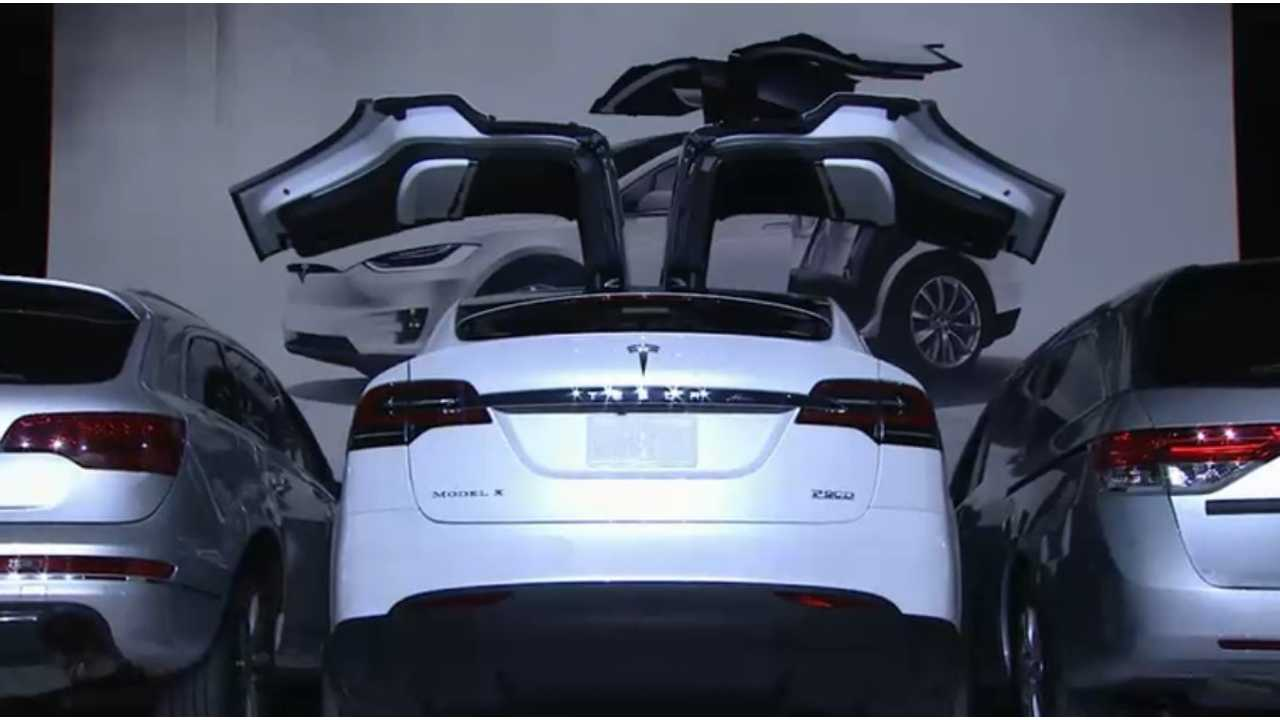 Tesla Owner Claims Falcon Wing Door Opened While Driving, Tesla Exec Responds