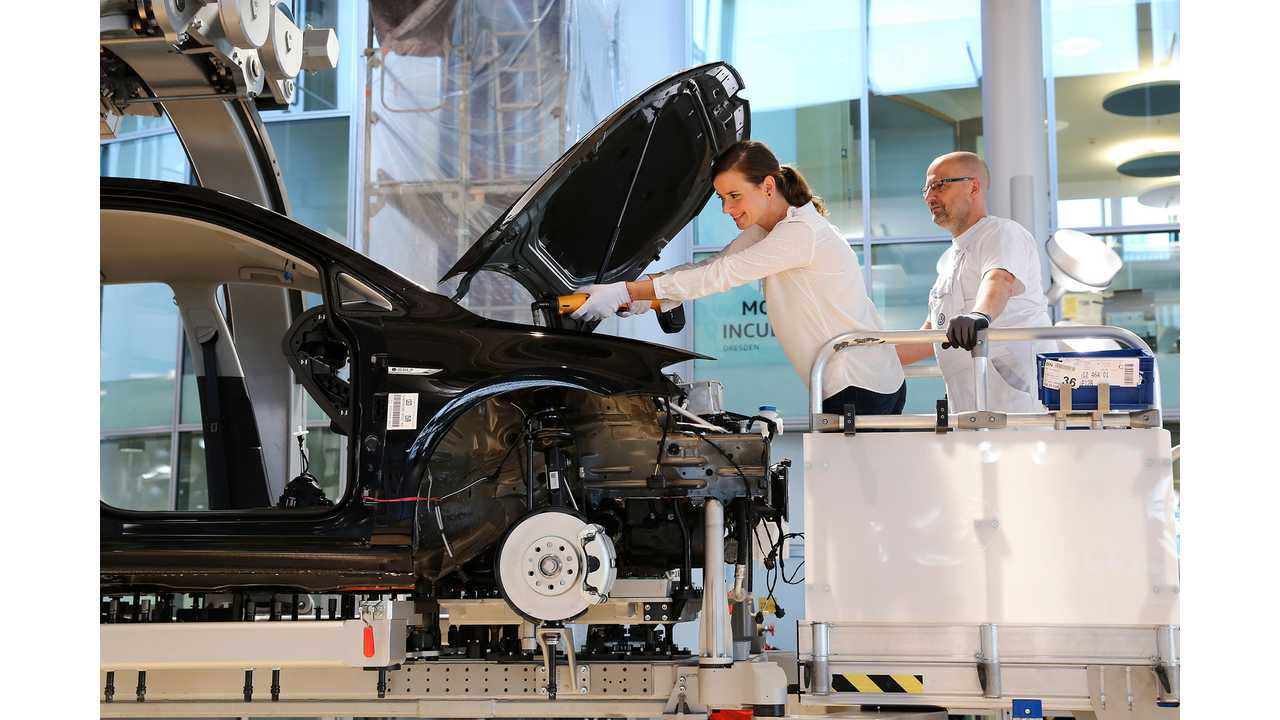 Volkswagen Allows e-Golf Buyers To Assemble Their Own Cars