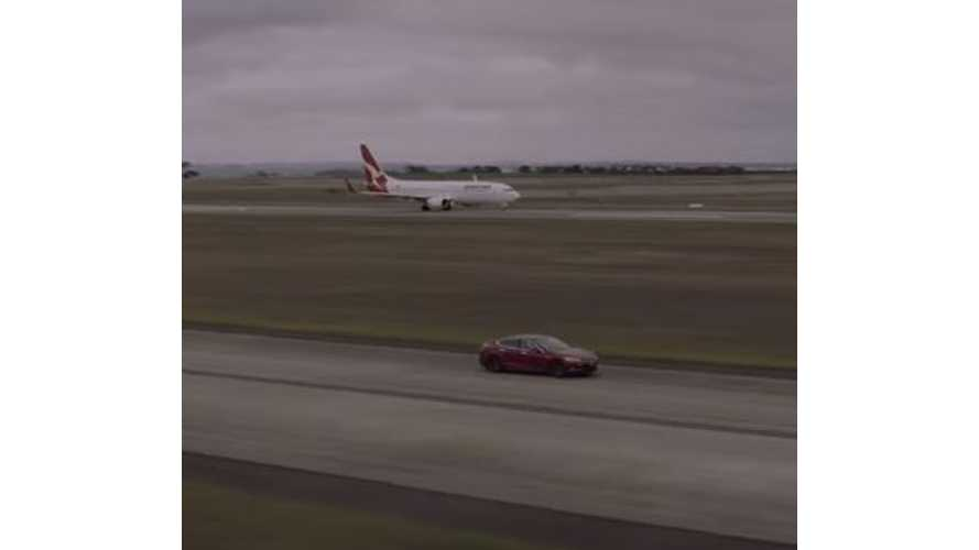 Tesla Model S Versus Boeing 737 - Race Video