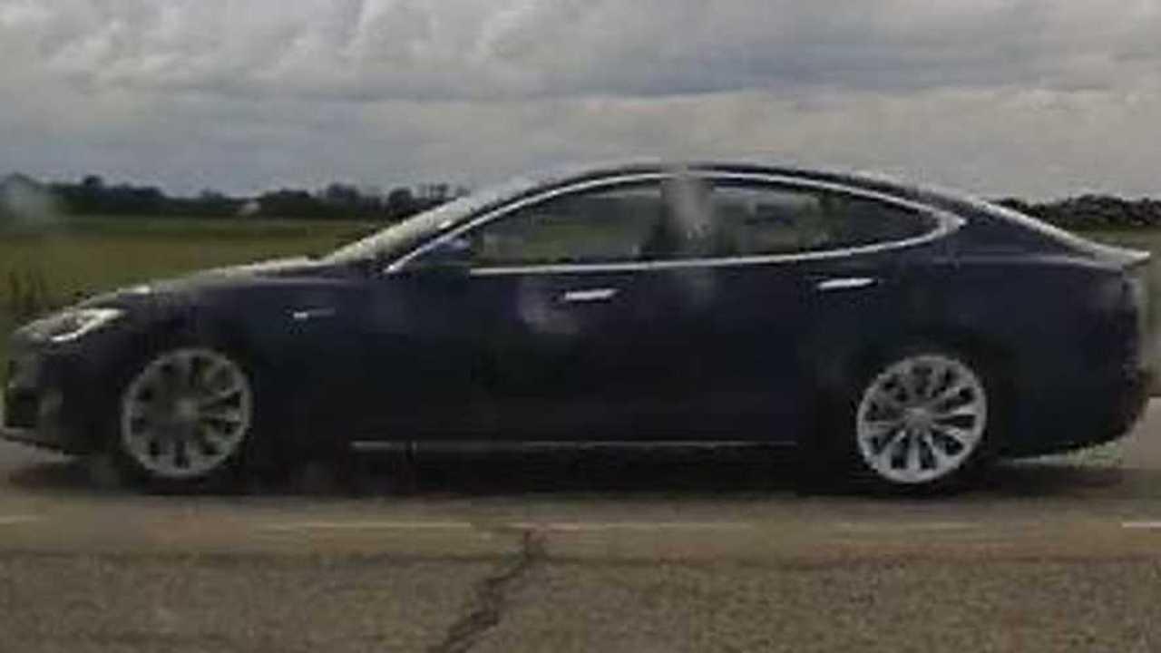 Tesla Autopilot Alvás