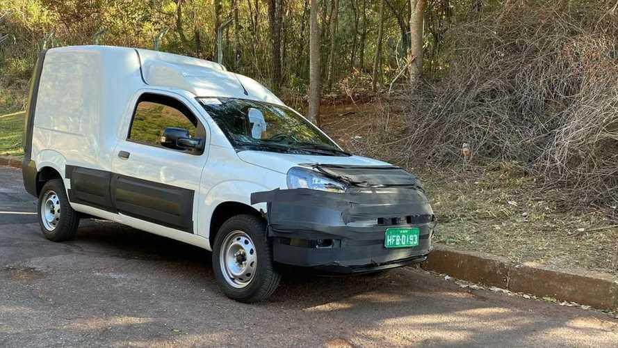 Novo Fiat Fiorino 2022 começa a mostrar frente de Uno em flagra