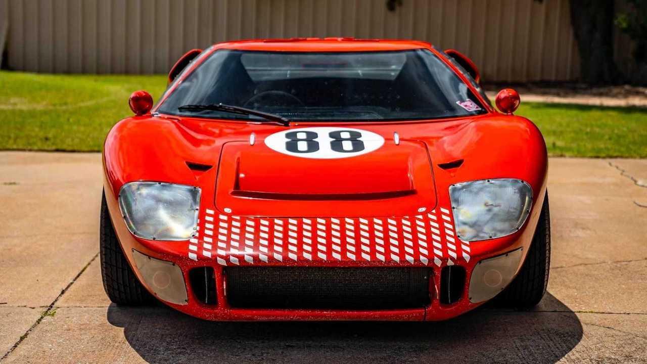Ford GT40 in versione replica RCR