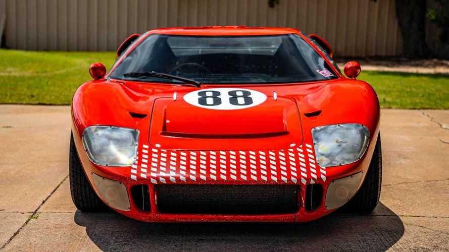 Árverésre bocsátják Az aszfalt királyai 1966-os RCR Ford GT40 replika kaszkadőrautóját