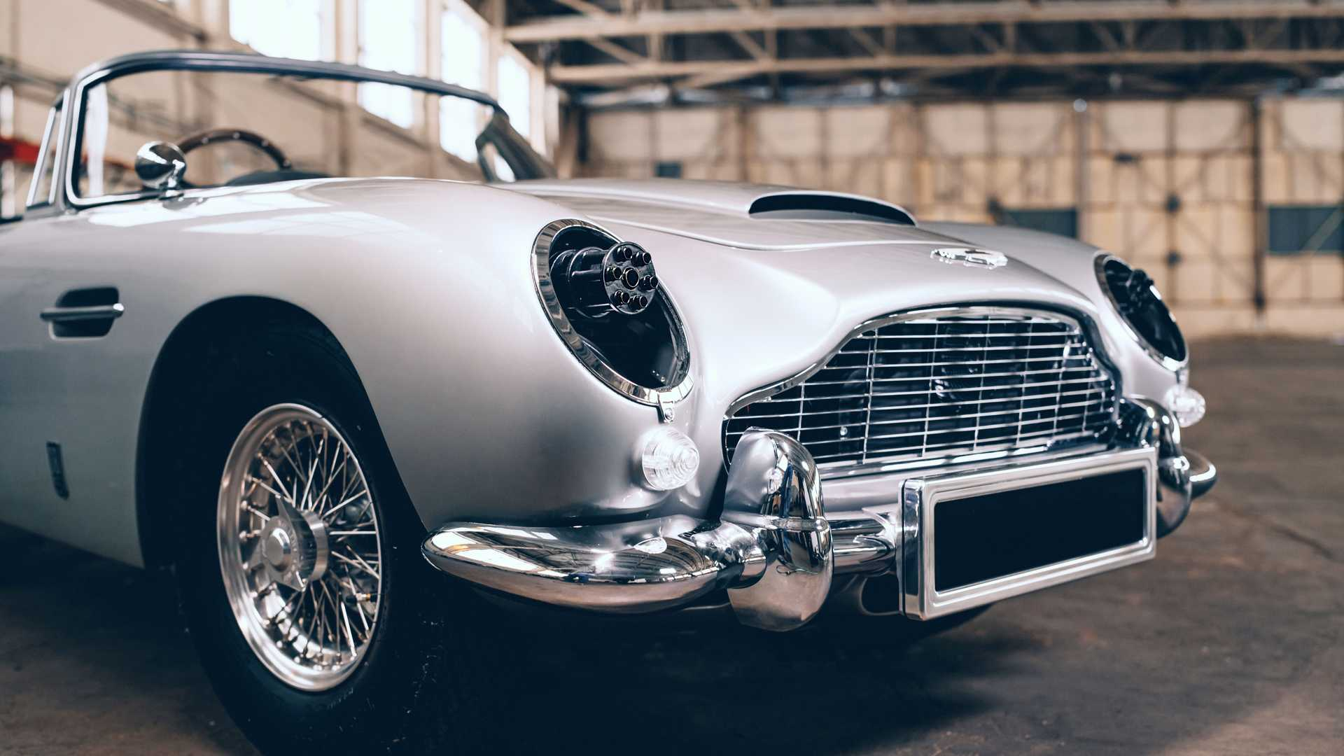 https://cdn.motor1.com/images/mgl/rxGM1/s6/aston-martin-db5-junior-no-time-to-die-edition-front.jpg