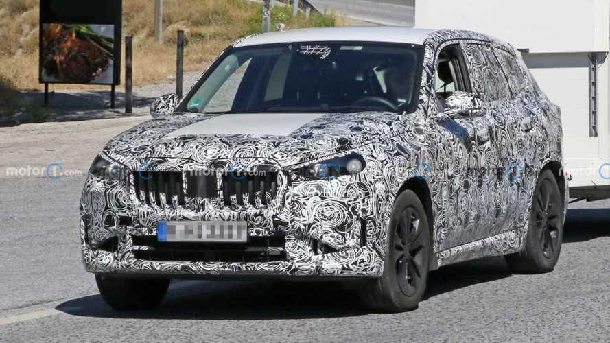 Новый BMW X1 впервые показал интерьер