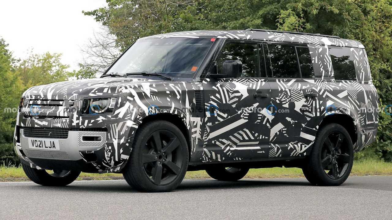 Land Rover Defender 130 erstmalig als Erlkönig erwischt.