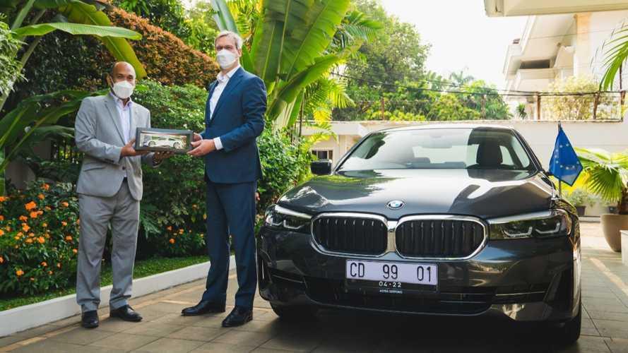 BMW Dukung Netralitas Karbon dengan Mobil Listrik untuk Diplomat