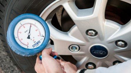 Pneumatici sotto controllo con l'indicatore di pressione