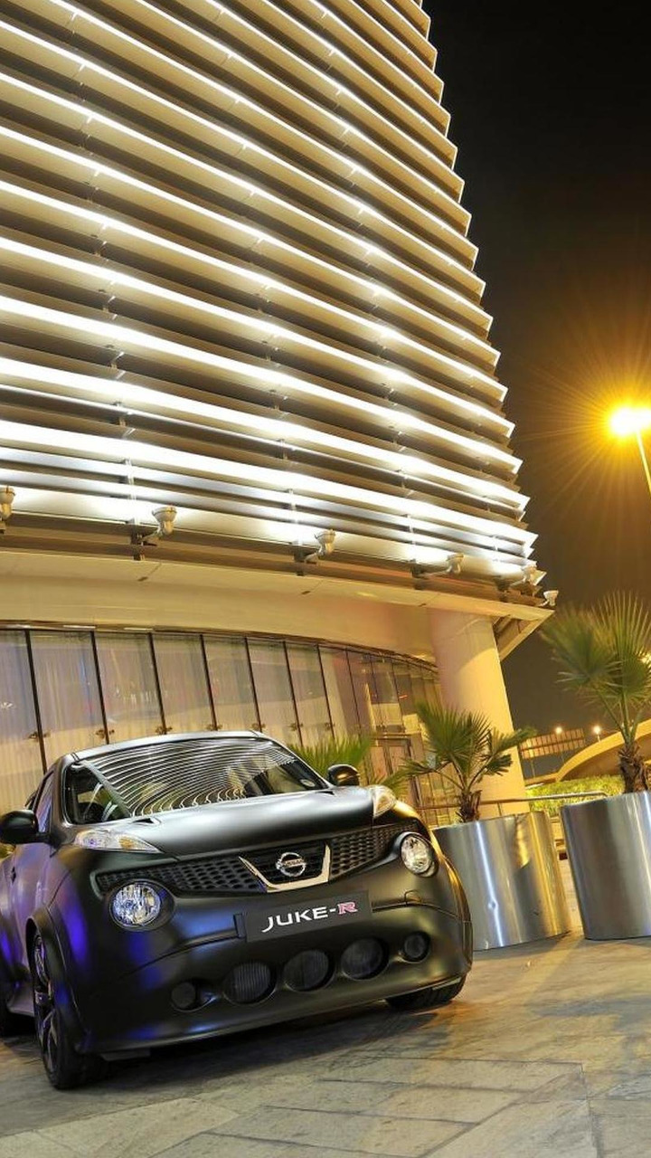 Nissan Juke-R vs supercar Dubai street challenge 2012 31 ...