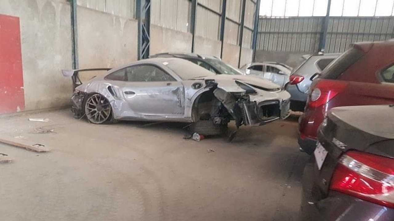 Porsche 911 GT2 RS accidentée