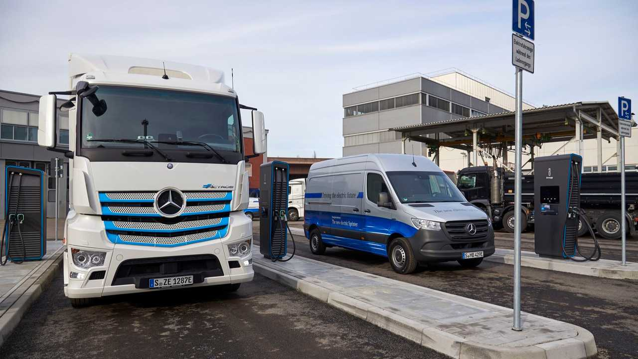 Mercedes-Benz eActros and Mercedes-Benz eSprinter fast charging