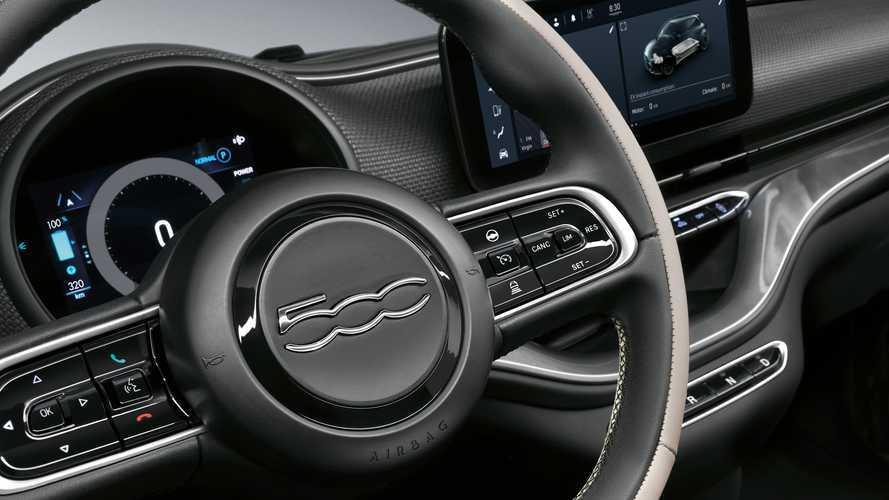 """Finalmente in pubblico: la Fiat 500 elettrica debutta """"tra la gente"""""""