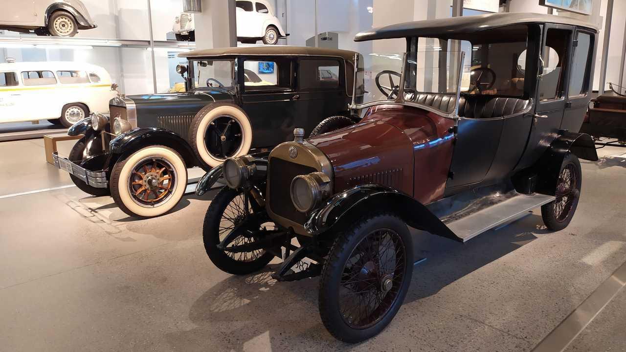 Автомобили Skoda раньше были праворульными