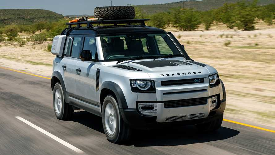 Land Rover Defender spied being tested with V8 engine