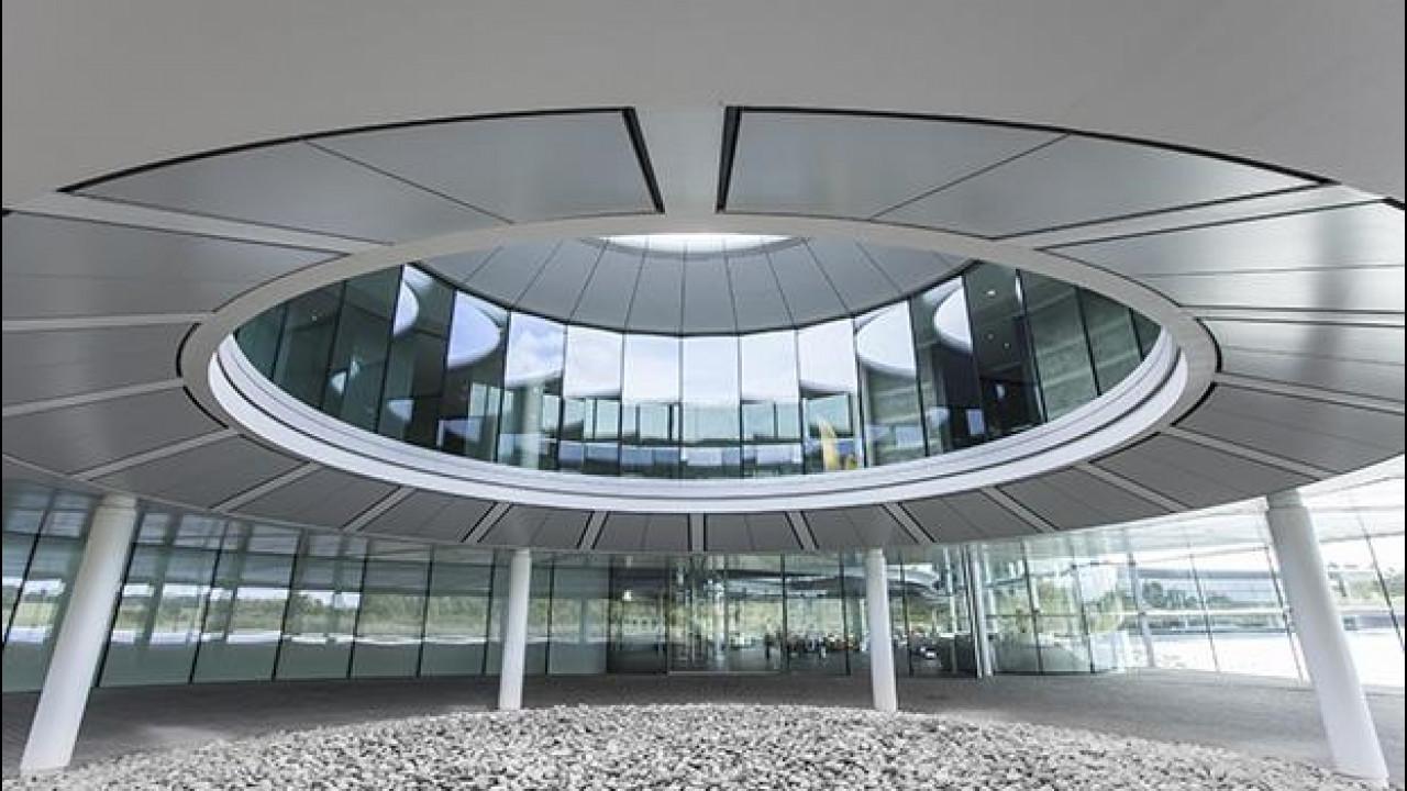 [Copertina] - Viaggio nel pianeta McLaren dove nasce la P1