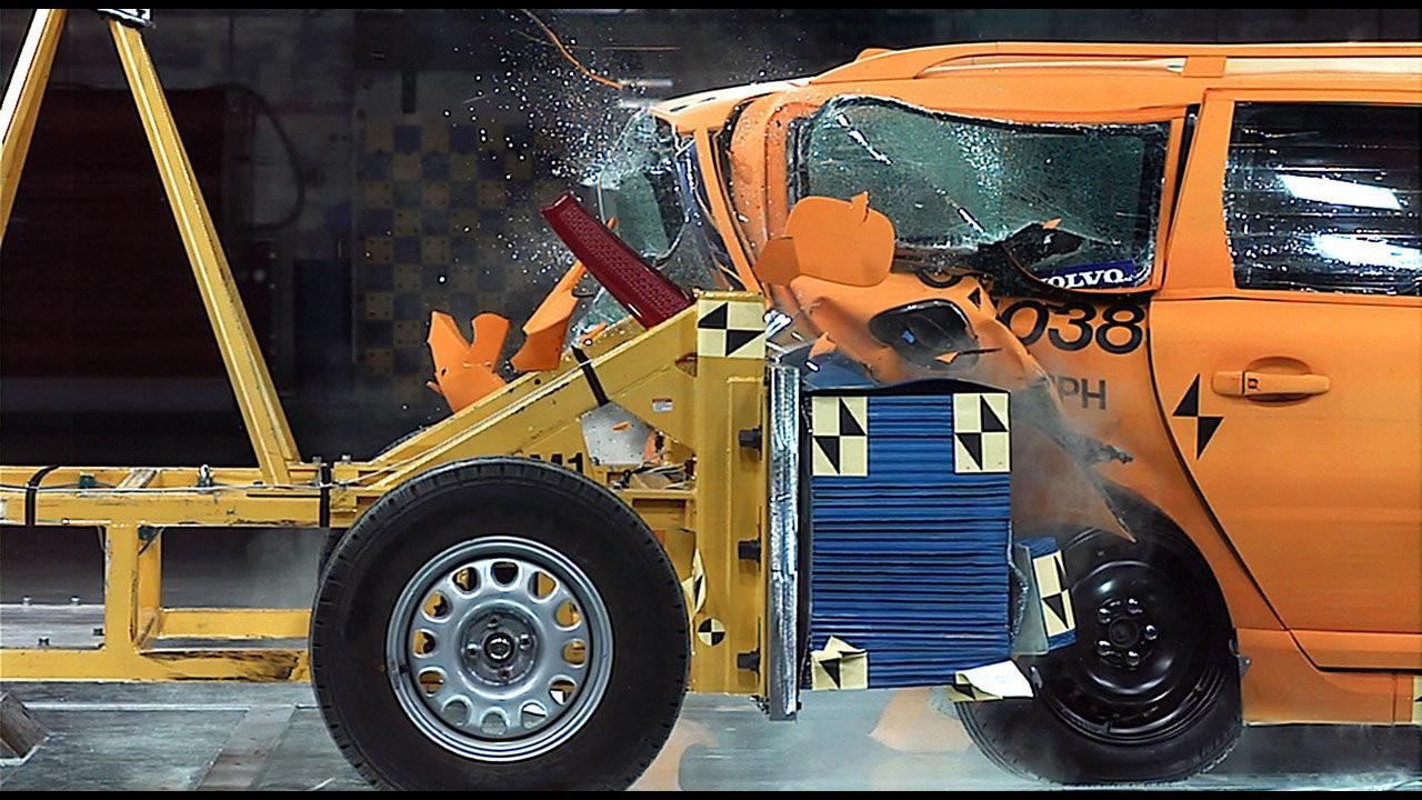 I Crash Test di Volvo sull'auto elettrica