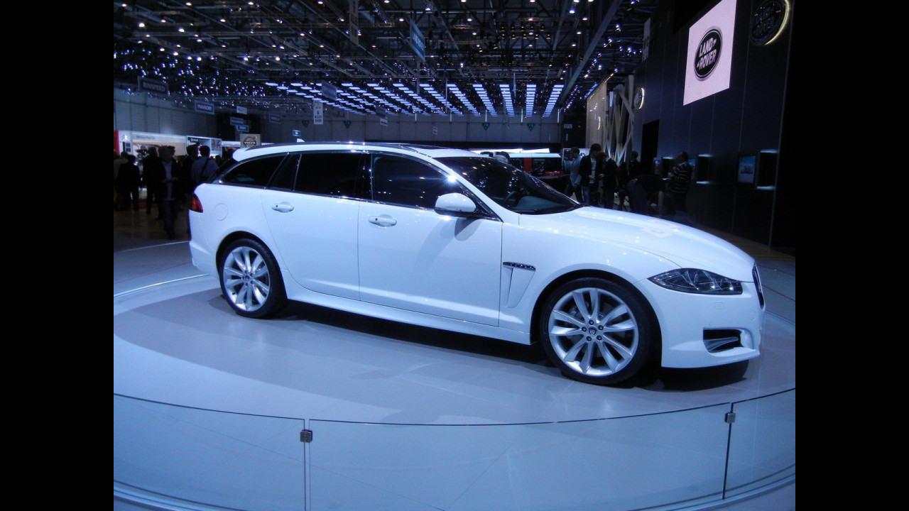 Dentro la Jaguar XF Sportbrake al Salone di Ginevra 2012