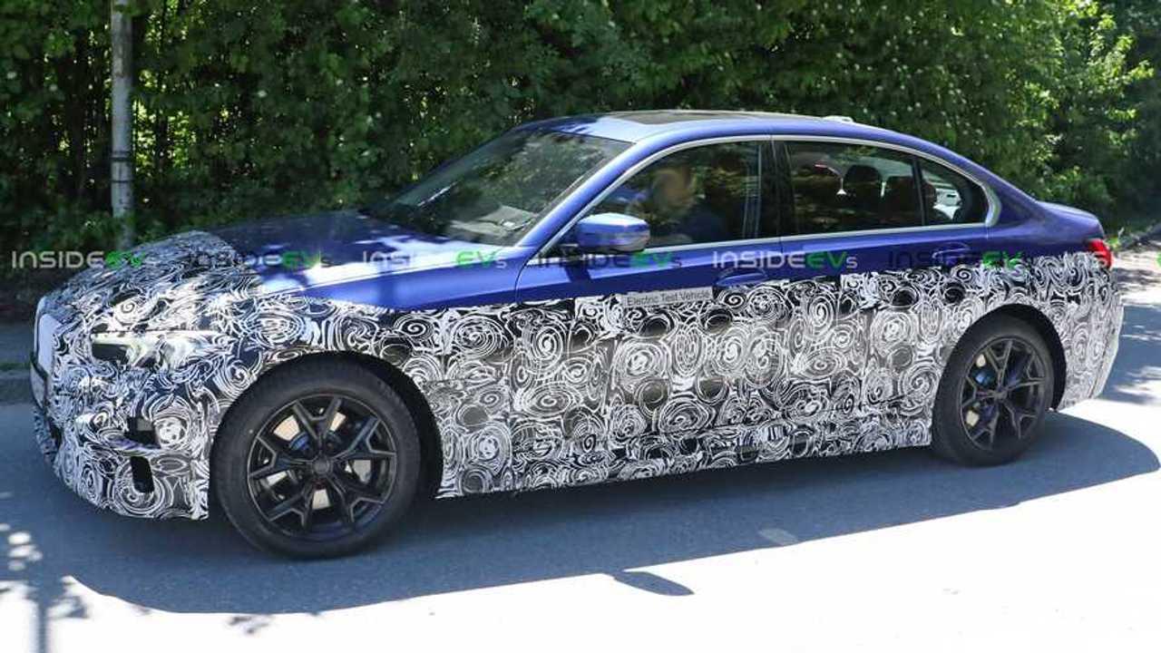 Eine BMW 3er Limousine mit Elektroantrieb als Prototyp