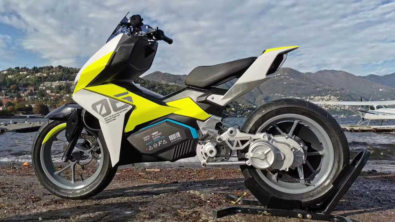 The Felo FW06 Is A Tech Lover's Electric Scooter Dream