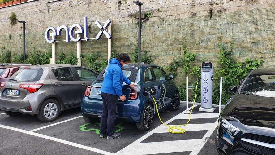 Carichi l'auto e la trovi anche lavata: ecco il servizio completo