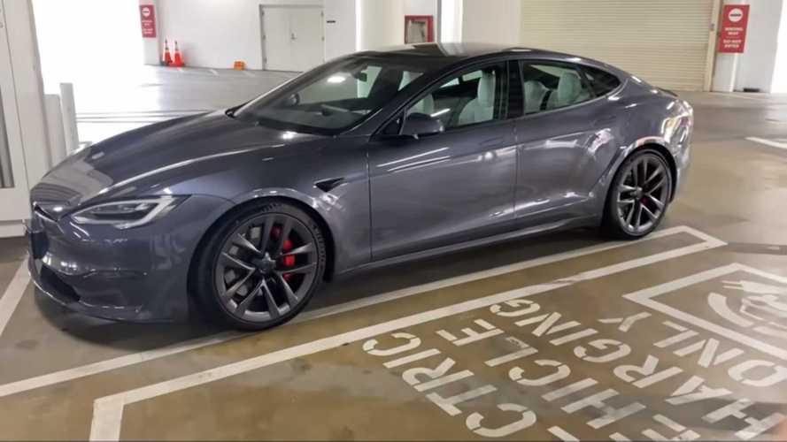 A Tesla leállítja az új Model S-szállításokat, de nem tudni, hogy miért