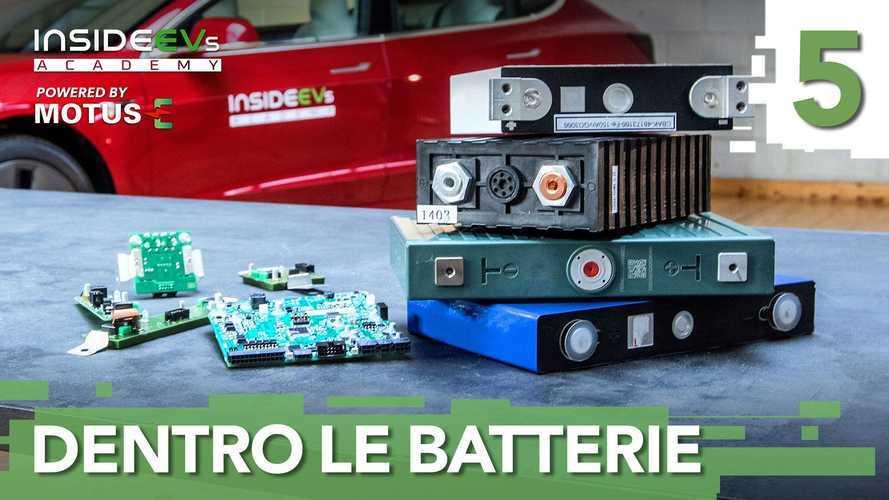 Come funzionano le batterie delle auto elettriche (incendi inclusi)