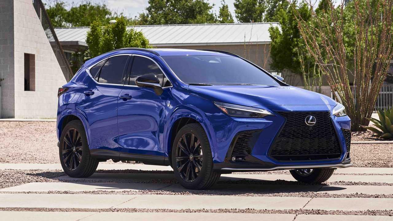 Lexus NX 450h 2022 года впереди три четверти