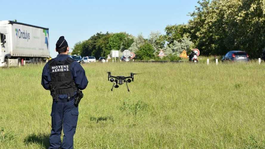 Les CRS utilisent un drone pour verbaliser les motards