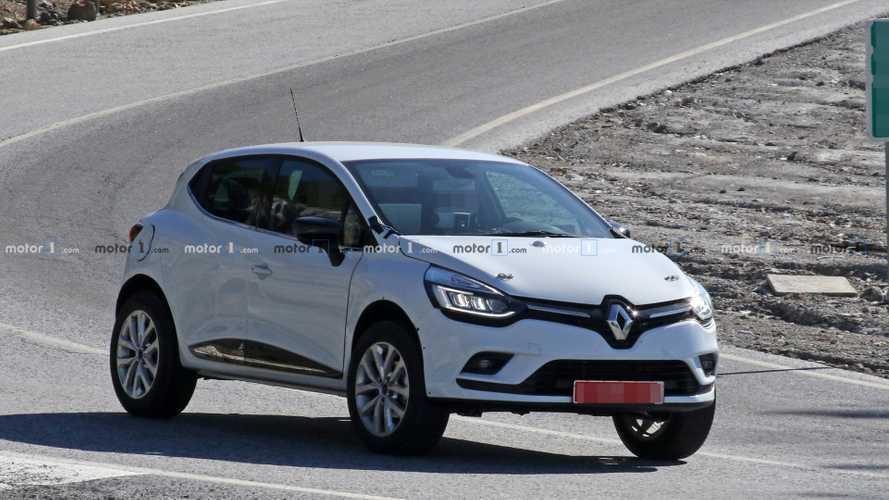 Que cache cette Renault Clio IV haut perchée ?