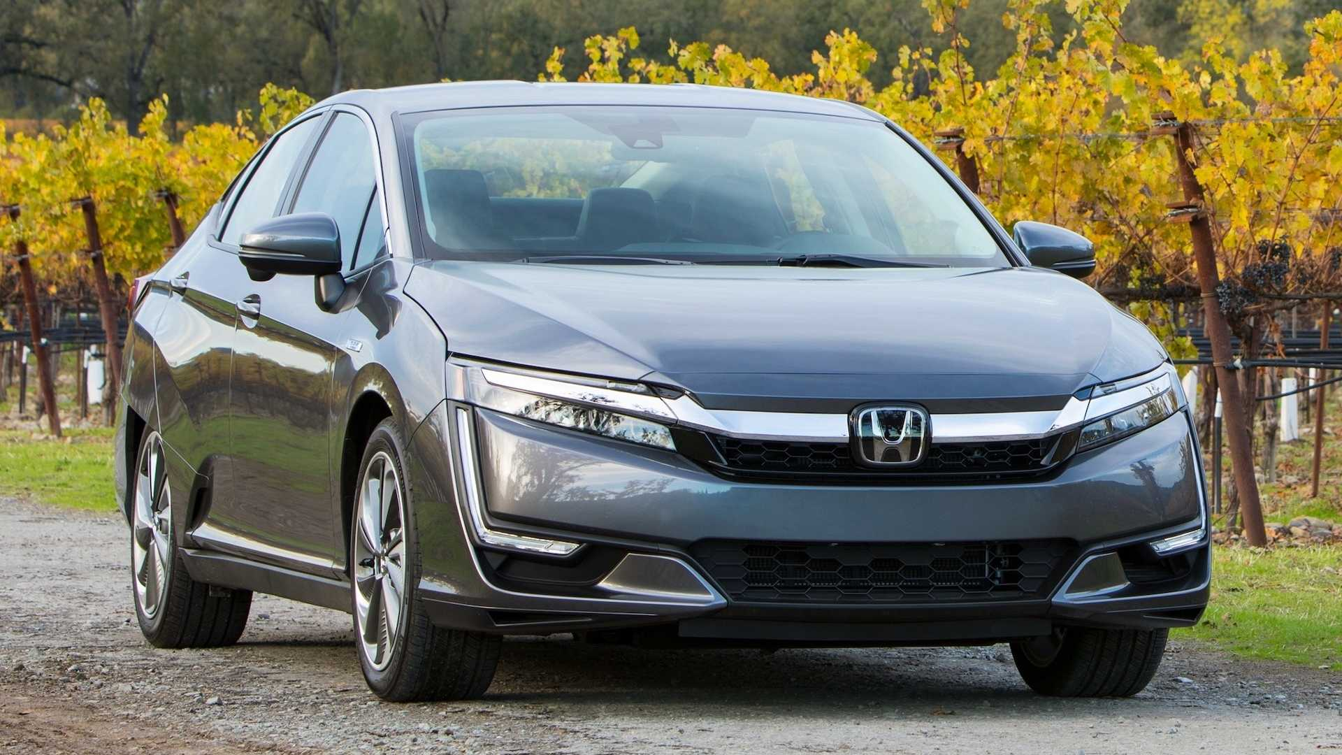 Midsize Car Honda Clarity Plug In
