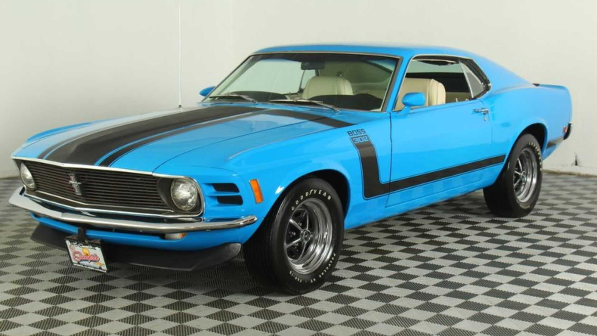 Furious 1970 Ford Mustang Boss 302 Hits Back At Camaros | Motorious