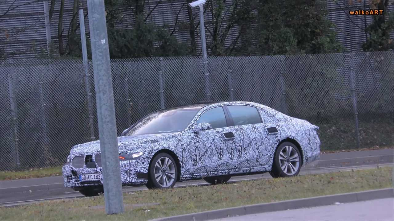 2020 Mercedes S-Class prototype screenshot from spy video