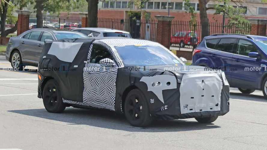 Ford, le foto spia del SUV elettrico ispirato alla Mustang