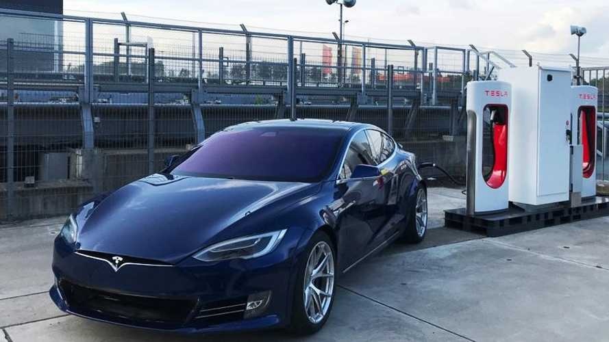 UPDATE: Tesla Model S P100D+ Plaid Gets Charged By New Supercharger