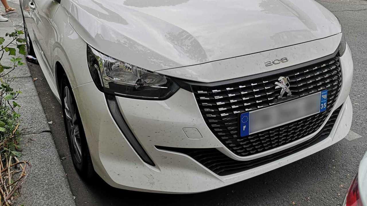 Peugeot 208 Active dans la rue