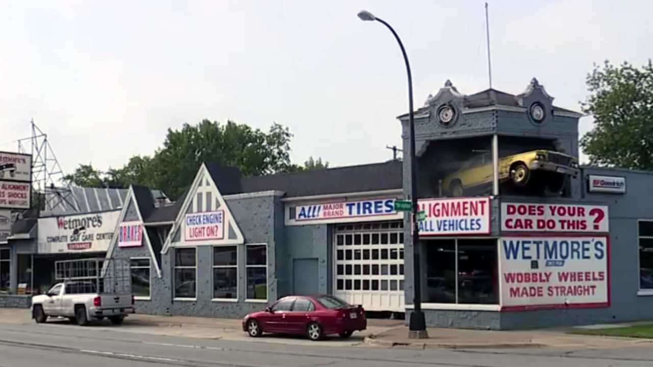 Detroit Area Tire Shop Is An Architecture, Automotive Icon