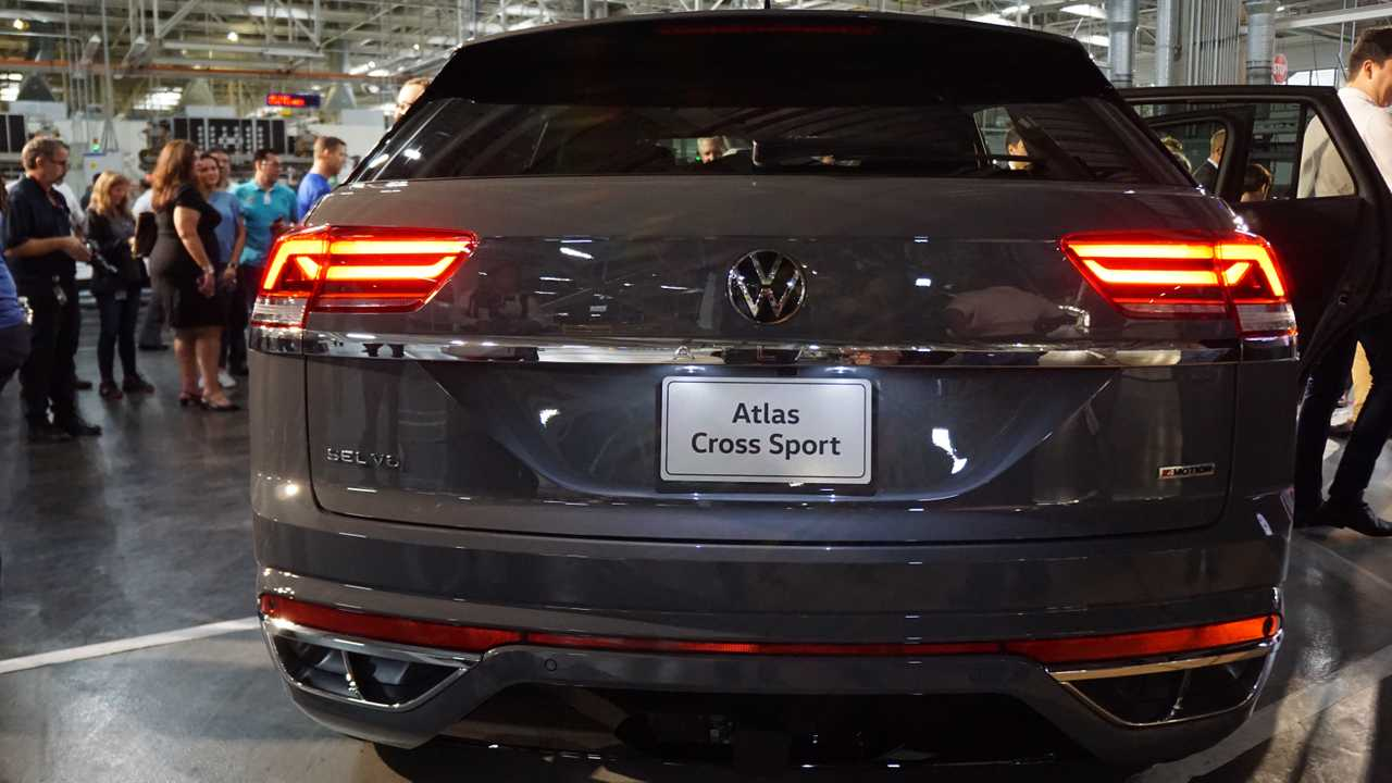 2020 Vw Atlas Cross Sport Debuts Brings Coupe Look To Large Suv