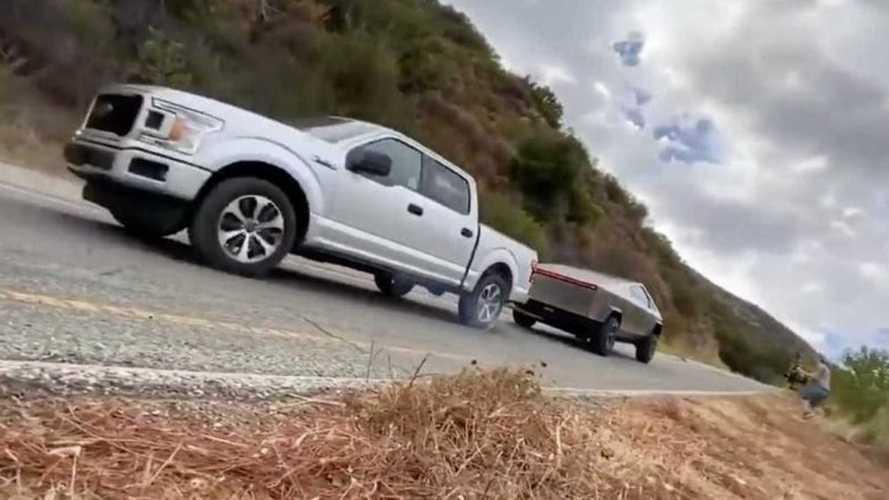 Tesla Cybertruck vs Ford F-150, è sfida a chi tira di più