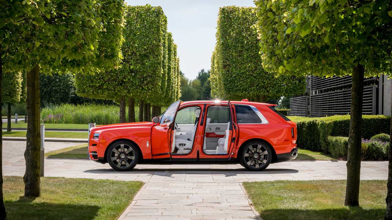 Rolls-Royce Cullinan эксклюзивного цвета Fux Orange